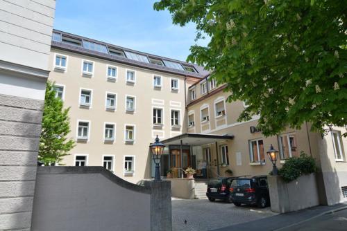 Dom Hotel Außenansicht