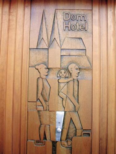 Dom Hotel Garagentor