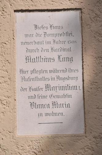 Dom Hotel Gedenkstein