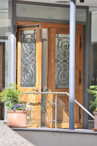 Dom Hotel Eingangstüre
